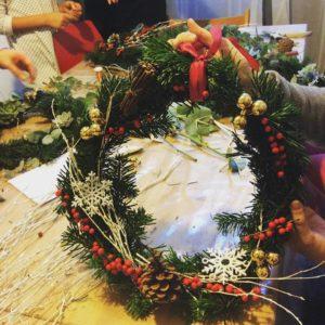 couronne de Noël, couronne de l'avent, atelier, diy, lyon1, fleruiste, un brin de folie café botanique