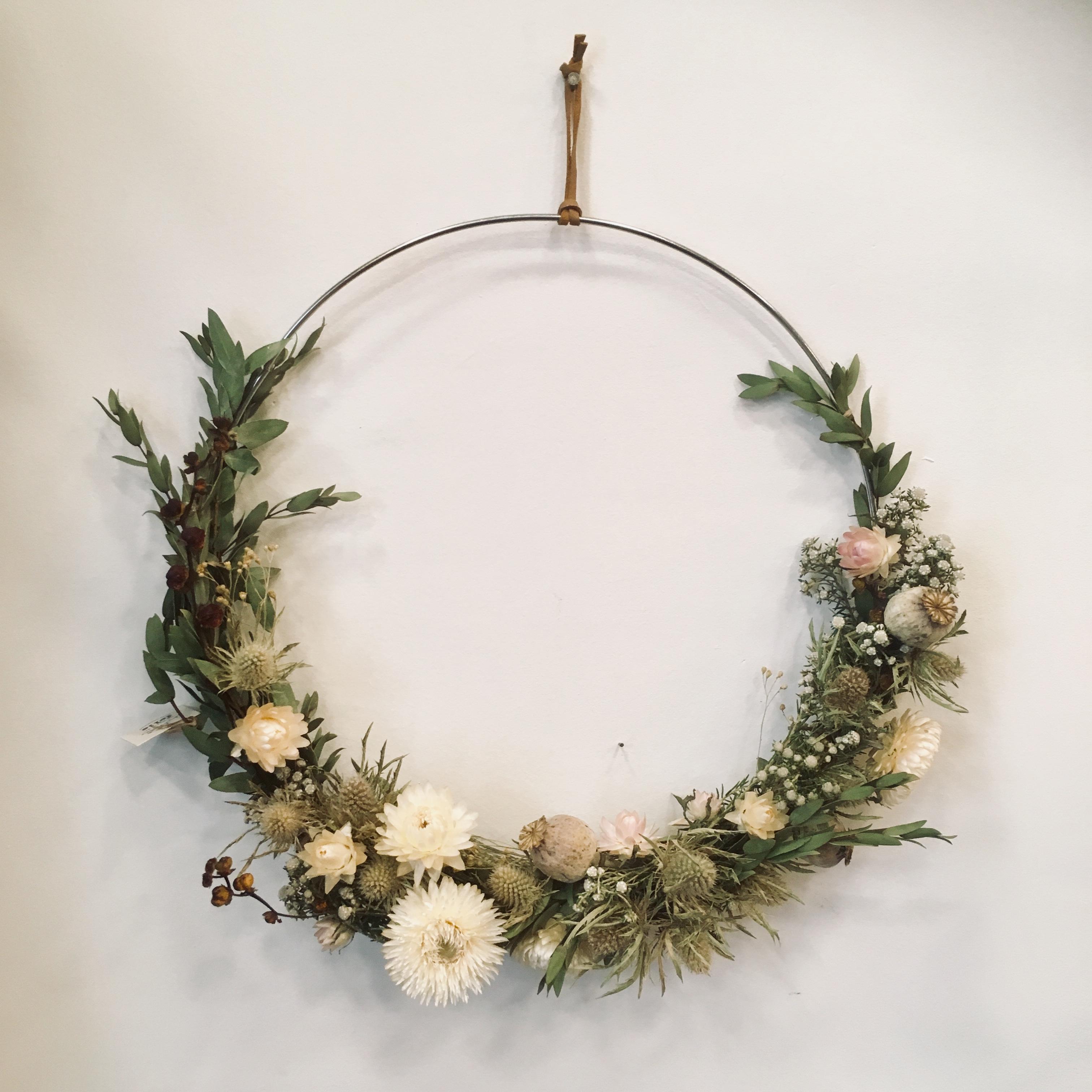 Couronne de fleurs séchées , décoration murale, ateliers, idées cadeaux, diy, un brin de folie, lyon1